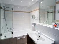 Modern renoviertes Badezimmer