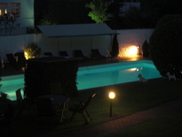 Schwimmbad am Abend
