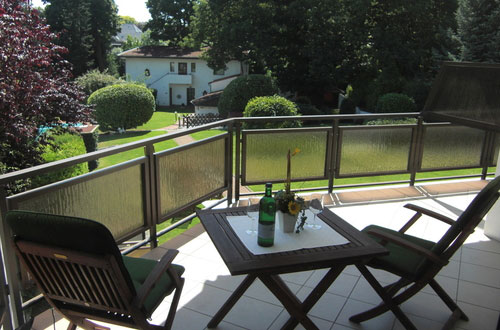 GUESTROOM WITH BALCONY IN THE HOTEL HAUS AM ZOO IN DUSSELDORF - accomodation in dusseldorf