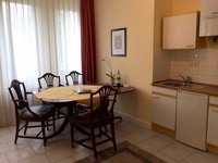Appartement mit Pantryküche und Essbereich