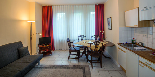 FAMILY STUDIO ROOM AT HOTEL HAUS AM ZOO IN DUSSELDORF - accomodation in dusseldorf